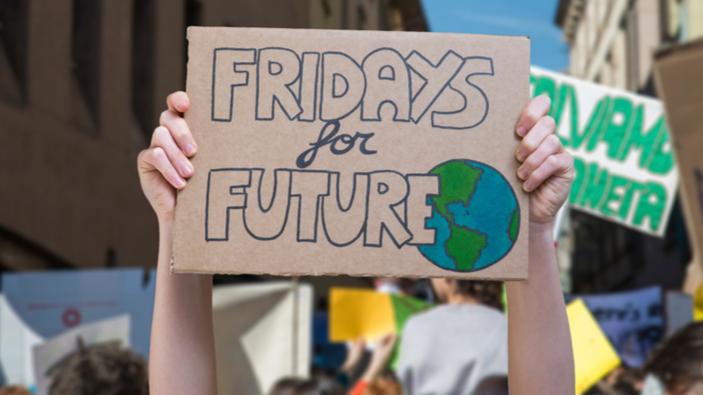 <i>#FridaysForFuture</i>, gli studenti scendono in piazza contro il cambiamento climatico